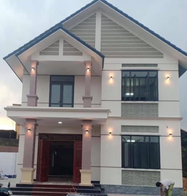 Mẫu nhà 2 tầng mái thái 5 phòng ngủ hiện đại cho gia đình bạn
